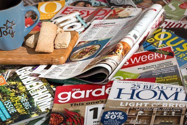 Bild mit Zeitschriften
